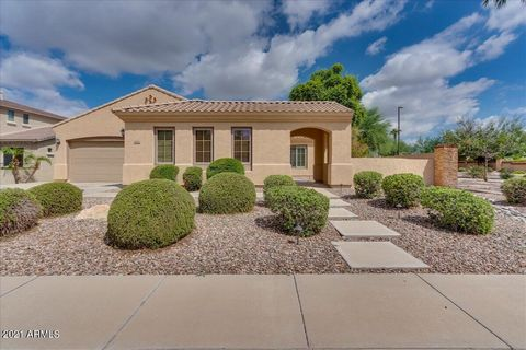 Spacious single level | 4b | 2.5ba | 3 car garage, located in the sought after and well maintained subdivision of Estates of the Spectrum. The first thing you'll notice is the great curb appeal and attractive landscaping. Open floorplan with wood shu...