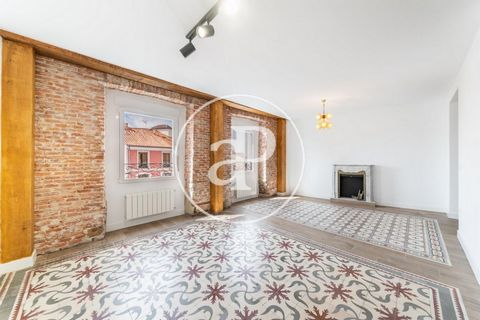 Luxury flat for sale in Atocha street. With 115 m² according to cadastre. This flat is located in one of the most emblematic areas of Madrid in Atocha street in the neighborhood of Las Letras, in a historic building of 1905 completely renovated. It i...