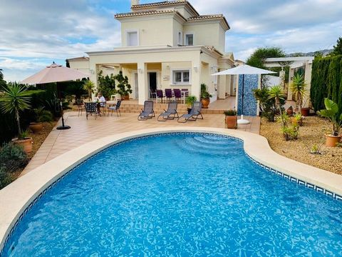Villa with private pool in Calpe (Costa blanca) situated 2 km from the beach and supermarkets. This villa built in 2005, is located within a gated community, in which there is a communal pool. The property has a flat plot of low maintenance, with pri...