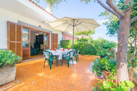 Welcome to this fantastic two-storey house located only 350 metres away from the beach in Can Picafort and perfect for 9 people to spend their summer vacation. In this summer house of a coastal residential area a great terrace is awaiting in the fron...