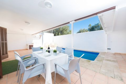 Fantastic town house for 6 people in s'Estanyol. Located near the sea, the back terrace with pool and barbecue will make you enjoy a deserved vacation. This great house surprises with a simple but wonderful back terrace, equipped with no less than a ...