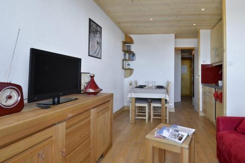 The Residence Licorne, with lift, is ideally situated in La Plagne at the foot of the ski slopes and 400 m away from the ski lifts. The resort centre with its shops and other amenities is located 100 m away from the residence. There is a nursery 200 ...