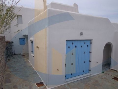 This semi-detached house features 3 bedrooms, living room, kitchen, 2 bathrooms, wc, bright with oil heating, fireplace, parking, storage. Very beautiful and bright maisonette with amazing sea views and 360 'all around in a green environment. New typ...