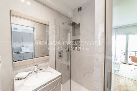Amanda Properties presents a lovely and idealy located in the heart of Cannes close to the rue d'Antibes and the famous Croisette. Just renoved, it is very comfortable and offers high and modern services.
