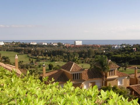 Fantastic Panoramic Views ! Lovely semi-detached villa 3 bedroom and 3 en suite bathrooms plus guest toilet with private Garden and private Car Port set in a luxury development, Santa Clara Golf, South and South East facing with panoramic views to th...