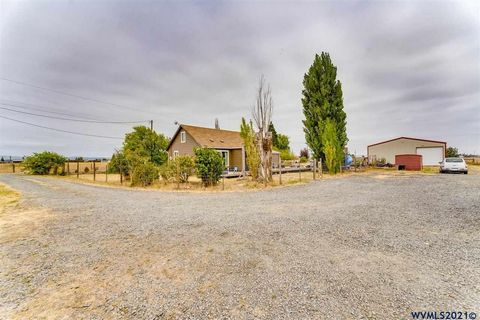 Charming 3bd/2ba upgraded farmhouse located on a quiet street. Only 5 miles from the Eugene Airport. This home features hardwood floors, granite countertops, and inside laundry. 4th room could be used as a den/office. Located on a fenced acre with co...
