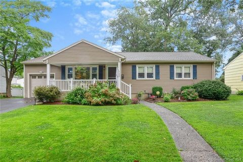Pristine move in ready ranch style home in Paradise Green Stratford. Featuring hardwood floors and crown moldings throughout, large living room with wood burning fireplace, flex space dining room and new kitchen with custom made cabinets stainless st...