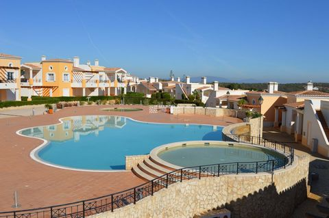 Located in Vila do Bispo. Beautiful 2 bedroom townhouses located in a condominium in the beautiful village of Praia da Salema, within walking distance to the beach. They have sea views, 2 communal swimming pools and beautiful gardens. Built in 2008. ...