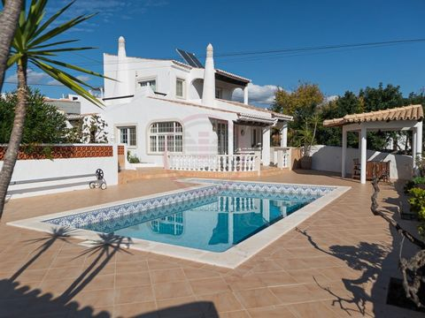 Wonderful 5 bedroom villa with 2 annexes, swimming pool and fabulous sea view Magnificent detached house recently renovated, offering all the modern comfort (underfloor heating, air conditioning, etc.) but keeping, however, the attractive and traditi...
