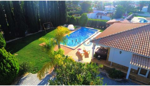 Villa V4 in Lagos 749500€ House all remodeled in 2018, just 5 minutes from Praia da Luz. Large garden with many green areas and entertainment. Large heated saltwater pool 12m leisure area with jacuzzi and large barbecue/outdoor kitchen 2 large terrac...