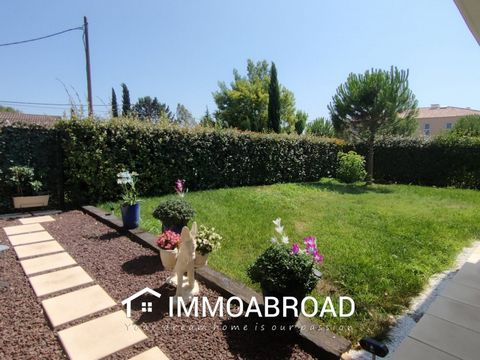 Apartment in perfect condition on one level of 91.52m² Carrez Law in a quiet and recent (2014), secure and no work required. You will enjoy a private garden closed and maintained by a gardener of 295m², as well as a beautiful covered terrace of 41m²....