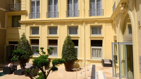 L'Appart'hôtel, a square of the Montpellier, ideally located 50 meters from the TGV, 300 meters from the Comédie, the center of the historic and close to the Congress of the Opera, the boutiques, cinemas and restaurants. TV and WIFI free .. The apart...