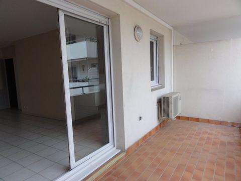 Alés, à deux pas du centre ville, résidence L'écrin, dans copropriété récente, appartement de type 3 avec terrasse et garage sécurisée. Salon séjour o