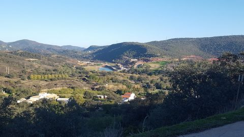 Located in Querença. Possibility to build 150 m2 This plot on which 150m2 can be built, has a very easy access and has a direct view on the new golf of Tôr , near Loulé, very beautiful view on the golf. The location is very good due of the town of Lo...