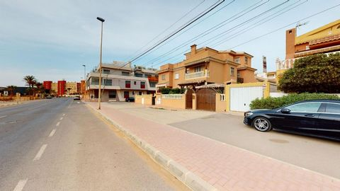 Excellent 3-bedroom villa with private pool and sea views on the first line in Cala de los Trabajos, next to Los Locos beach. The villa is located on a 140m2 plot a few meters from the sea, it has a private pool, garden, several terrace areas, solari...