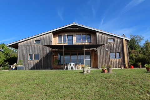 Discover this Bioclimatic house, wooden construction of 136m2 including 75m2 on the ground floor in great calm with a breathtaking view ... 45 min from the center of Toulouse door to door and from the airport 20 min from Montauban and from the TGV st...