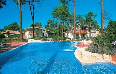 Directly on the golf course (9 and 18 holes) of Gujan Mestras lies the luxurious holiday park