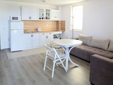 We offer you a spacious studio apartment on the ground floor in a residential complex, located 450 meters from the sandy beach of the quiet Black Sea town of Byala. The apartment consists of an entrance hall, spacious living room with kitchenette, ba...