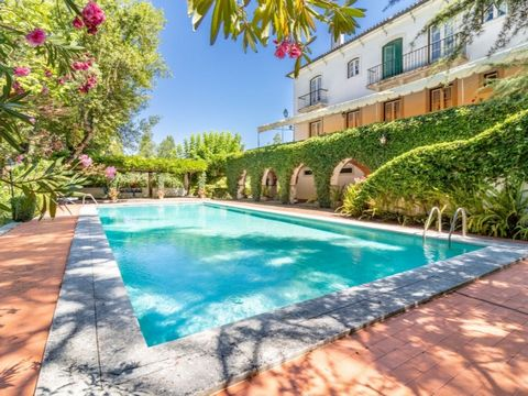 Farm with 4.5 hectares located at the entrance of Torres Novas, with main house, annexes for events, swimming pool and chapel. It is 1 hour from Lisbon and 20 minutes from Fatima and Tomar. The Farm has a privileged involvement; is situated on the ri...