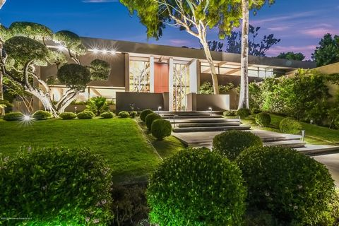 A rare find in the San Marino Huntington Library District. This stunning contemporary modern architectural masterpiece was designed by Buff and Hensman in 1975. It was majorly and meticulously renovated interior by Architect Hensman again in 2001 , a...