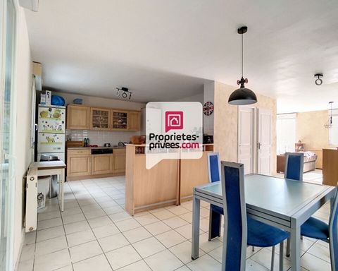 01630 PERON - PAYS DE GEX - AIN I offer you exclusively this large detached house surrounded by its pleasant enclosed garden with terrace. Located in Péron (Logras) in a quiet subdivision, this house offers an ideal living environment while benefitin...