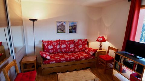 The residence le Grand Argentier, with lift, is situated in Valfrejus center, 40 m from shops, tourist office and the ski school. The access to the ski slopes is easy, less than 100 m. All apartments have a balcony. Great car park at the foot of the ...