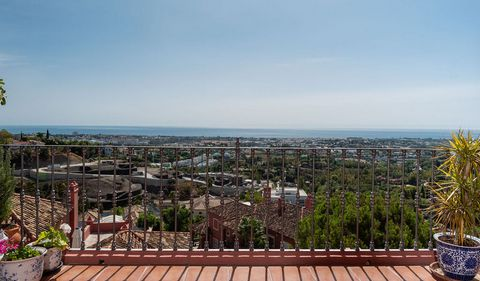 INCREDIBLE PANORAMIC VIEWS – South facing spacious elevate ground floor two bedroom apartment in Torre Halcones, Benahavis, unique opportunity to purchase a spectacular property. A short drive away from the bars and restaurants of Monte Halcones and ...