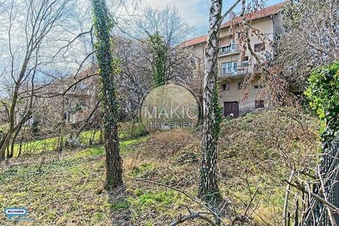 In a quiet and pleasant location, this house is located on the outskirts of Zagreb. Nearby you have everything you need, good infrastructure. It consists of a basement, ground floor, 1st floor and an attic. The plot has an area of approx. 662m2 and h...
