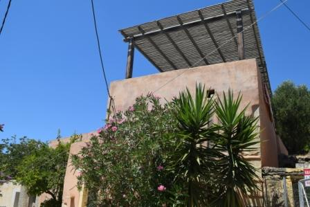 Gdochia House of 100m2 on a plot of 120m2. It consists of two bedrooms and a bathroom and an open plan living area with kitchen. The property enjoys views to sea and mountain and has electricity, water solar panel, garden and yard. There is also a ro...