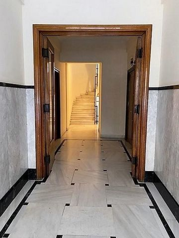 Athens, Kolonaki, Apartment For Sale, 71 sq.m., Property Status: Moderate, Floor: 1rst, 1 Level(s), 2 Bedrooms (1 Master), 1 Kitchen(s), 1 Bathroom(s), Heating: Central - Natural Gas, View: Cityscape, Building Year: 1960, Energy Certificate: D, Floor...