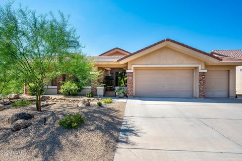 LOOK NO FURTHER - This is the meticulous, updated, move-in ready home you've been looking for! The split floor plan has 4 bedrooms so you can easily use one for an office. The spacious eat-in kitchen features a center island, beautiful cabinetry, gra...