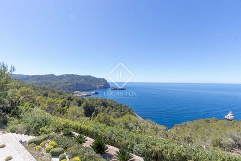 This majestic villa was built in 2016 to the highest standards and offers exceptional comfort and exquisite minimalist design along with peace, privacy and privileged seclusion. This is a truly stunning location, with amazing panoramic views of the s...
