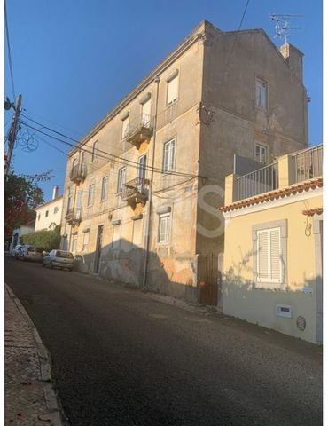 3 bedroom duplex apartment under construction for sale in Monte Estoril. Property in very charming building with elevator and with gross area of 306m² and useful area of 120m². It offers a parking space. 5 minutes from the center of Cascais and Estor...