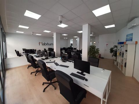 This office is at Palma, Illes Balears, on floor ground floor. It is a office that has 208 m2 and has 3 bathrooms. It is downtown property. Besides, it includes luminous, aire acondicionado, buen estado and equipped kitchen. Do you want to rent, sell...
