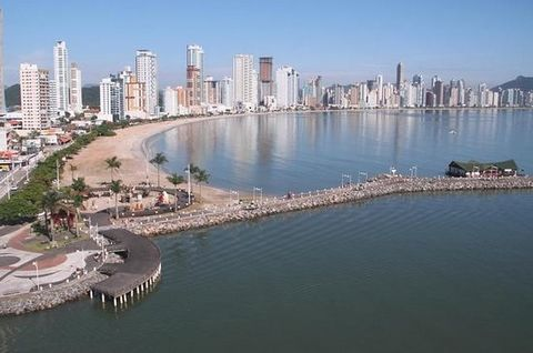 Avoid winters' cold and snow by coming to Brasil, get on trip to a welcoming seaside city with perfect weather and temperatures held between 20°C and 30°C. Modern and charming like Miami in the United States or Dubai in Qatar. Very popular, the city ...
