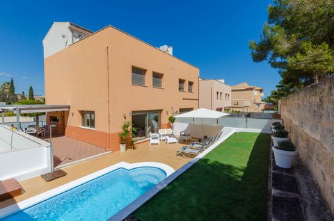 Fantastic three-storey house for 6 people and with private pool only 600 metres away from the beach in Can Picafort. If you are looking for a modern charming house with all the details, where you won't have to choose between the beach and the pool, t...