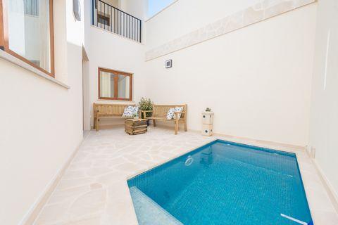 Bienvenidos a esta hermosa y moderna casa de pueblo con piscina privada, en Santanyí, con capacidad para 8 invitados. Esta impresionante casa de tres plantas ofrece una terraza en cada una de sus alturas, a cada cual más perfecta para disfrutar de un...
