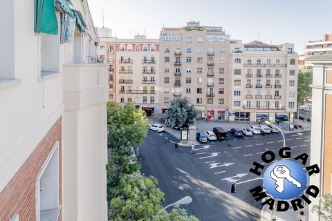 Apartment for sale in a property with a splendid location next to Parque del Oeste, Calle Princesa and the Moncloa Interchange, an area with a wide range of services and the best communications, very close to the exit to the ring roads. Very good bui...