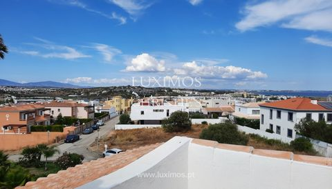 Fantastic 3+1 bedroom villa with swimming pool and garden , for sale , Lagos , Algarve . Property composed of two floors, and on the ground floor there are three ensuite bedrooms , a laundry room and a central fireplace in the entrance hall. All room...
