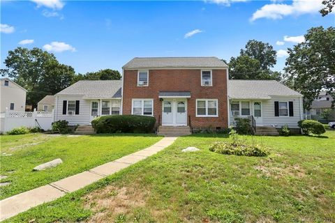 INVESTORS TAKE NOTICE Rare Treeland four family on a quiet cul-de-sac. This well maintained property has two one bedroom and two two bedroom apartments. Apartments are side by side. Solid mechanicals , vinyl windows large Trex deck and a nice vinyl f...