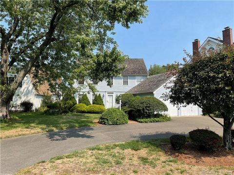 Garrison Colonial in Dolphin Cove. Enjoy views down the DC harbor and direct access to a DC docks directly behind the house. Enjoy the lifestyle of Dolphin Cove, kayak, swim from the private beach or beautiful community pool., play tennis or pickle b...