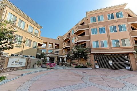 Lovely resort-style condo in the 55+ community of Breakwater Village. Welcome to this charming 3 bedroom, 2 bathroom condo with 1,337 sq ft of living space. The floor plan of this unit is the most spacious in the entire complex, and it also features ...