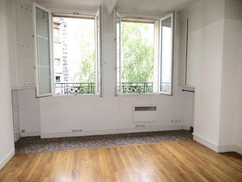 NATION, au 2ème et dernier étage d'un immeuble ancien, un studio de 28,2m2 comprenant : une entrée, une pièce principale au calme sur cour et belle ha