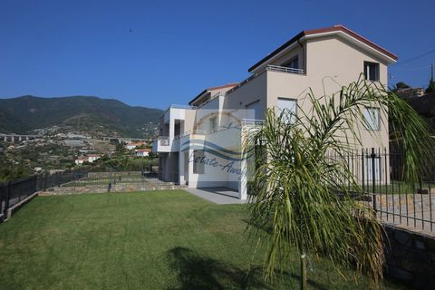 Apartment with balcony and sea view for sale in Sanremo. The apartment for sale in Sanremo is about 3km from the center and the sea. 60sqm with kitchenette-living room, 2 bedrooms,2 bathrooms and balcony. Condo pool and 2 private parking spaces. Post...