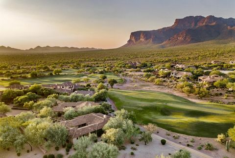 A Lyle Anderson community in quiet, low traffic Gold Canyon, Arizona's best kept secret. Only 1 traffic light separates you from the Atlantic and Pacific Oceans! 33 miles to Sky Harbor. Lovely 3 bedroom villa w/excellent views of the Superstition Mou...