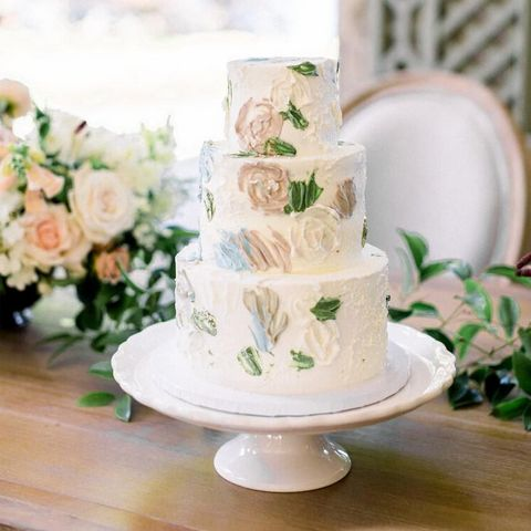 This is a fantastic opportunity to purchase a turnkey wedding cake shop that's nearly fully booked through 2022. The sale comes with all the equipment, website, social media, and customers. The shop, located in Velez-Malaga, is currently used to meet...