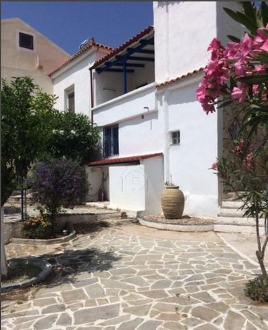 Old stonehouse (appr. 160sqm), extra guesthouse (appr. 45sqm), on the plot of 800 sq.m., spaciouse garage for 2 small SUV+a small boatwith trailer). Austrian ownership since over 28 years, restored, enlarged and well kept. Consists of 4 bedrooms, 2 b...