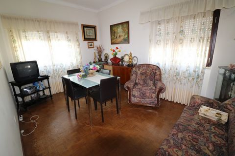 2 bedroom apartment, used, located in a quiet area of Vila Real de Santo António. Very close to the beach. Located on the 3rd and last floor, of a building without elevator. Composed of entrance hall, kitchen, two bedrooms, living room and bathroom. ...