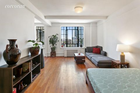 LIVE AMONGST THE CLOUDS!! Welcome to 101 Lafayette #15M in Fort Greene, Brooklyn: a delightful, pre-war studio apartment situated on a high-floor in the ever-popular residence known as The Griffin. This home is located on a lovely tree-lined street, ...