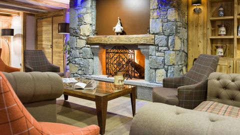 The residence Les Chalets de Layssia is located in the village resort of Samoëns. It will blend effortlessly with the surrounding landscape between town and mountain. This ski resort is famous for its quality of life and for its direct access into th...